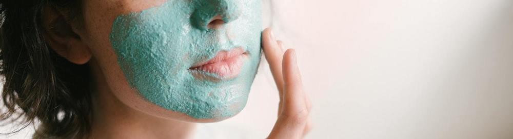 Un masque de gommage fait avec du bicarbonate de soude