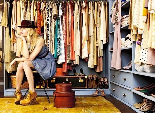 Besoin d'aide pour trier, laver, repasser, et ranger vos affaires ? Pour déposer des vêtements au pressing ou gérer la mise en vente de vos affaires ?