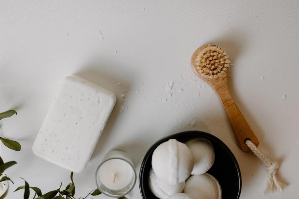 Utiliser du savon pour nettoyer une tache de sang