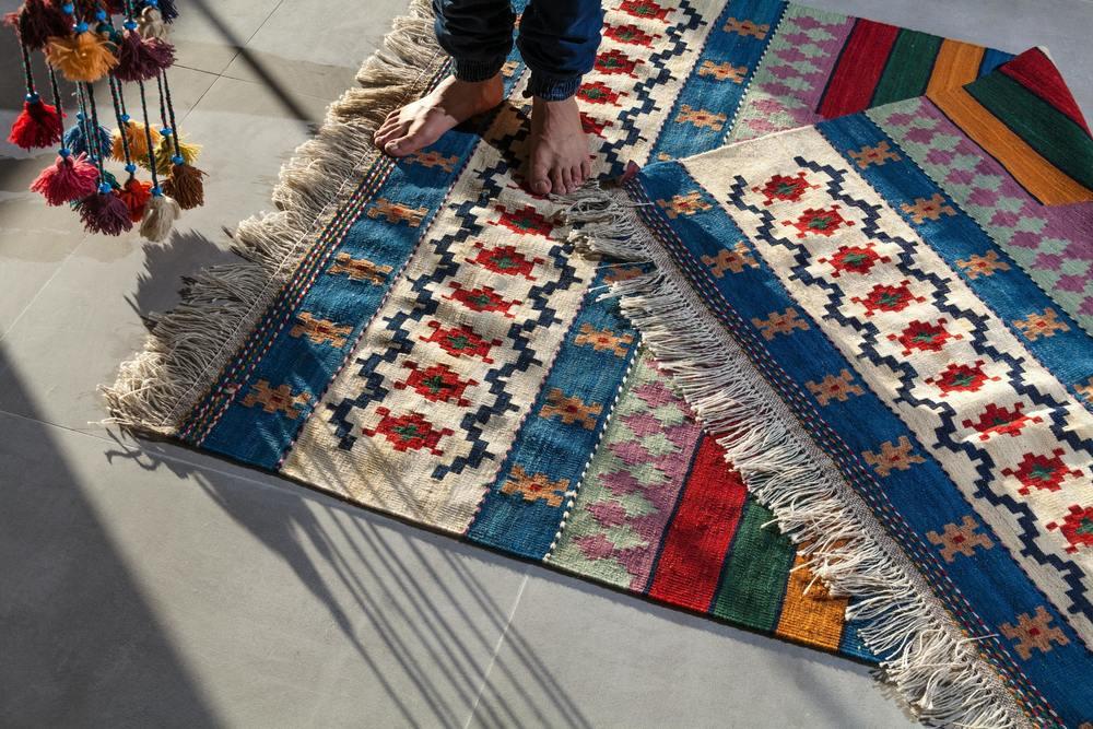 Un tapis à poils courts tout propre
