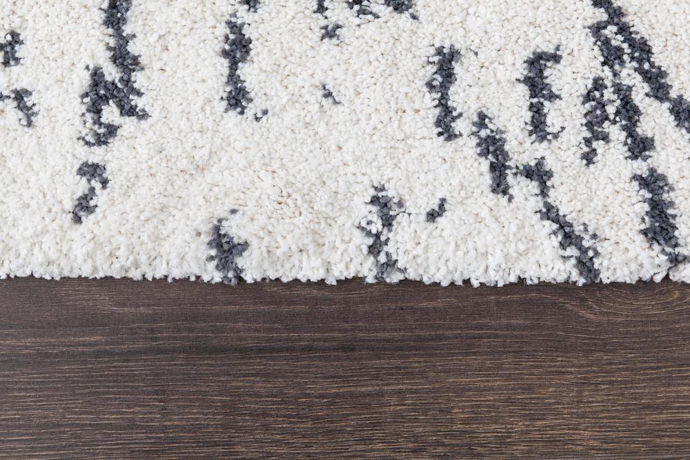 un tapis en laine qui vient d'être nettoyé