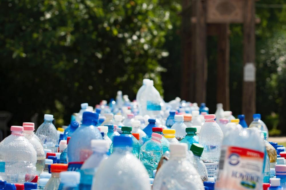 Des bouteilles en plastique pour faire un arrosage goutte à goutte