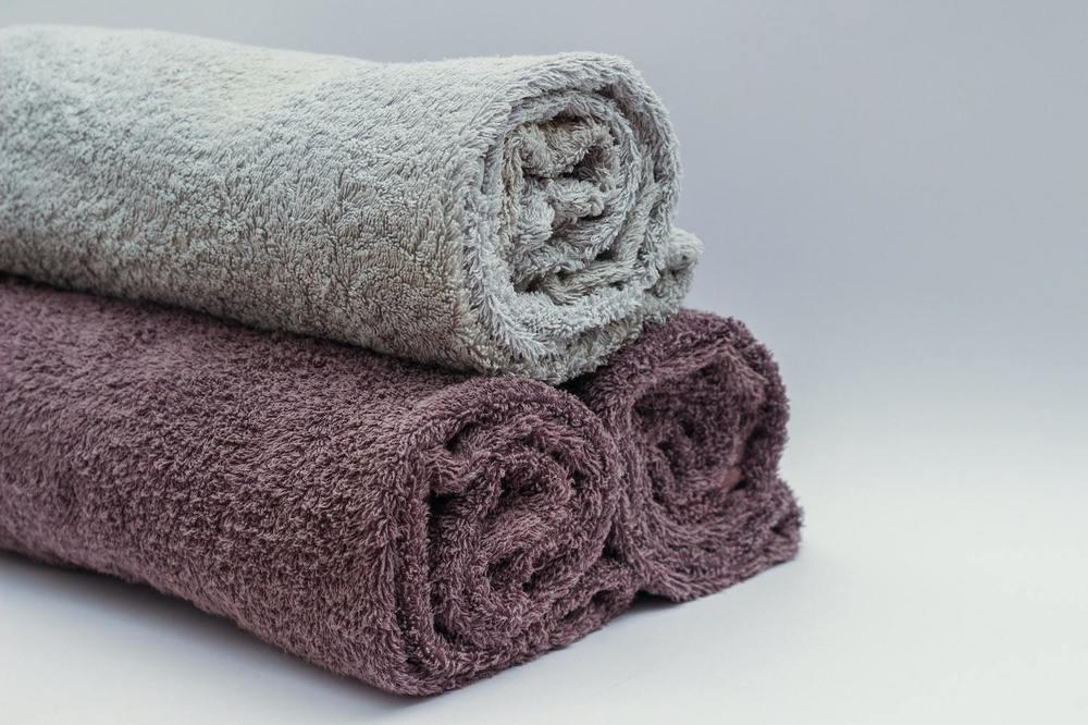 Des serviettes de bain en rouleau