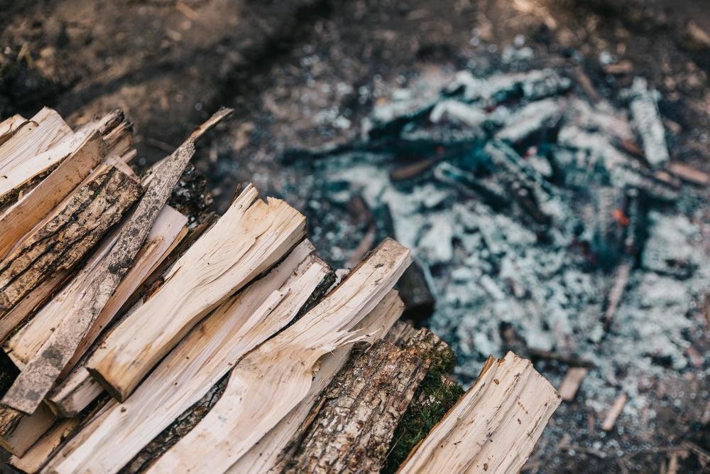 Des cendres qui vont être utilisées pour faire de la lessive