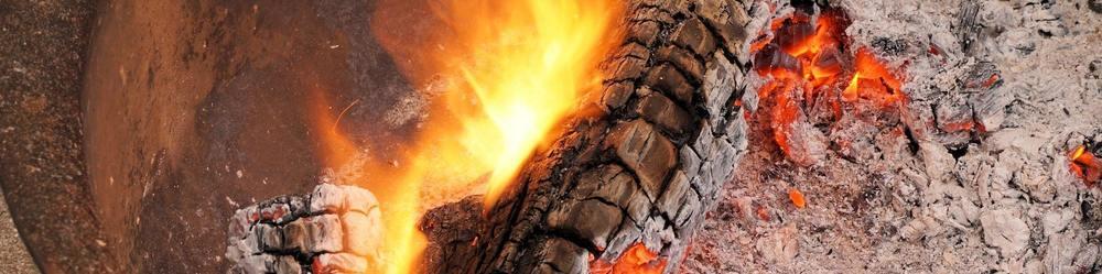 Des cendres de bois pour nettoyer une casserole brulée