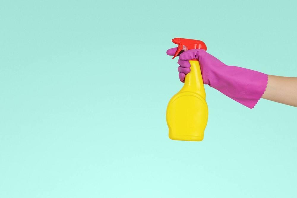 Un spray pour lessiver un mur