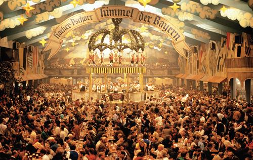 Célébrez l'Oktoberfest: faites vous livrer de la bière et des Bratwurst par un Jobeur